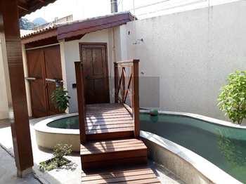 Casa, código 387 em Caraguatatuba, bairro Sumaré