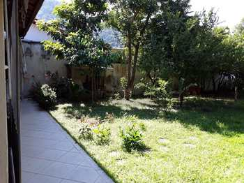 Casa, código 388 em Caraguatatuba, bairro Sumaré