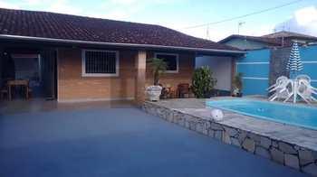 Casa, código 451 em Caraguatatuba, bairro Jardim Jaqueira