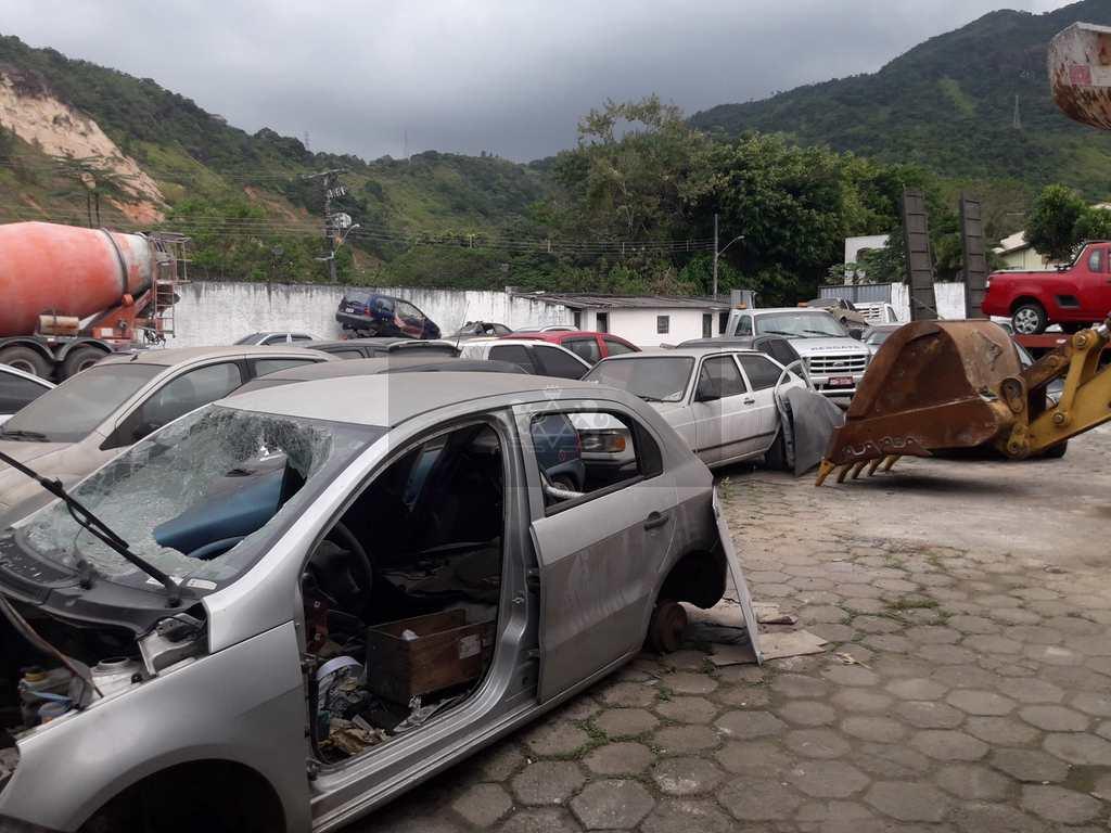 Galpão em Caraguatatuba, no bairro Jaraguazinho