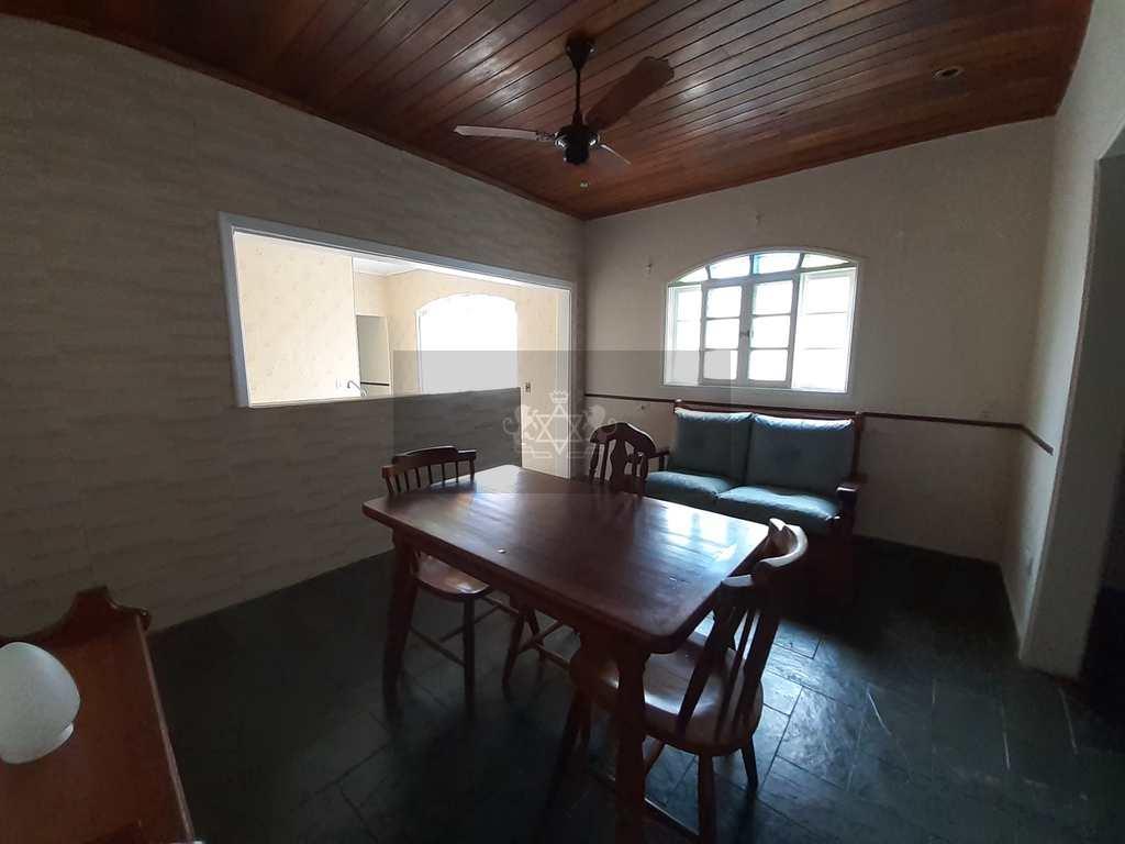 Casa em Caraguatatuba, no bairro Porto Novo