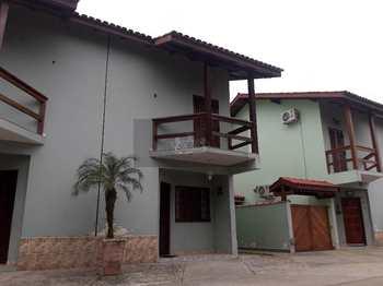 Sobrado de Condomínio, código 508 em Caraguatatuba, bairro Massaguaçu