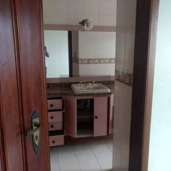 Apartamento em Caraguatatuba, bairro Centro