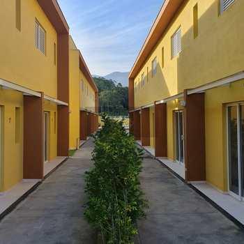 Sobrado de Condomínio em Caraguatatuba, bairro Capricórnio II