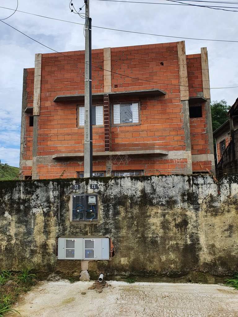 Casa em Caraguatatuba, no bairro Rio do Ouro