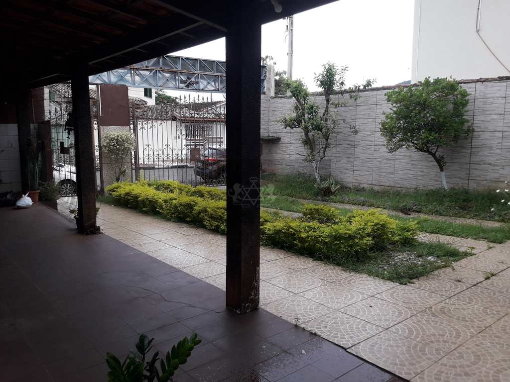Casa Comercial em Caraguatatuba, no bairro Jardim Primavera