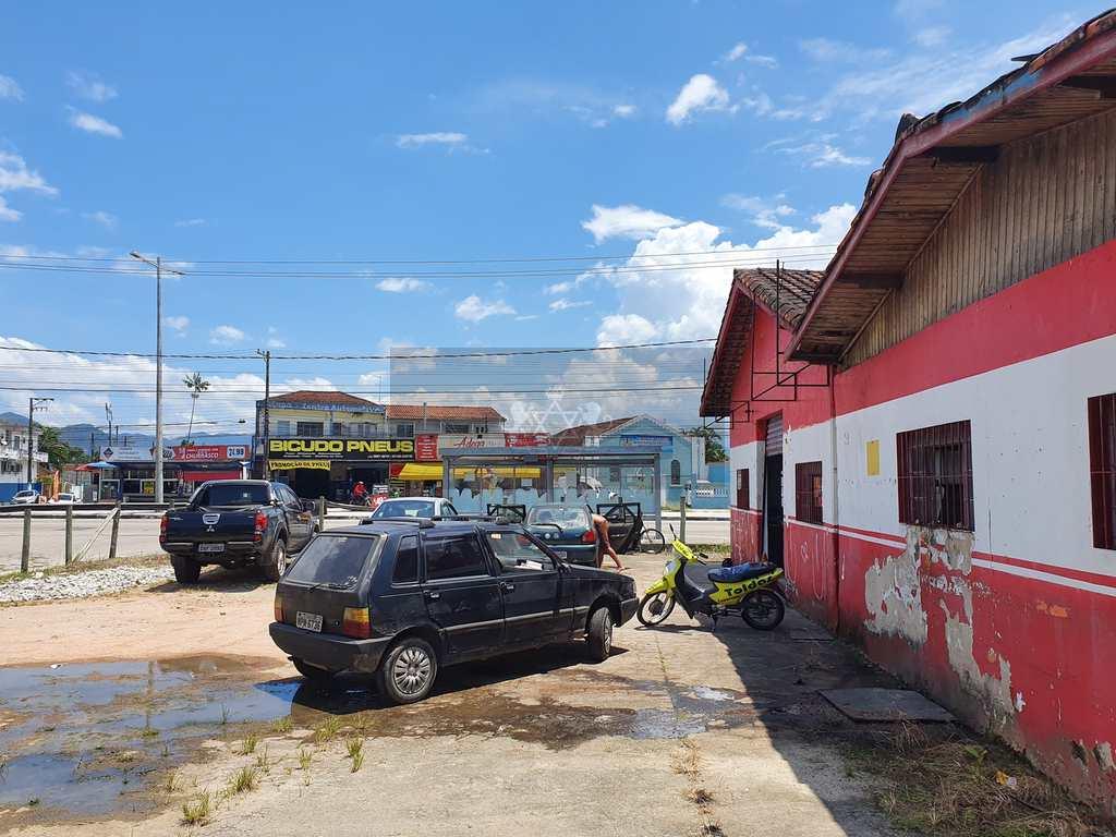 Salão em Caraguatatuba, no bairro Porto Novo