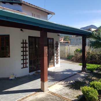 Casa em Caraguatatuba, bairro Jardim Terralão