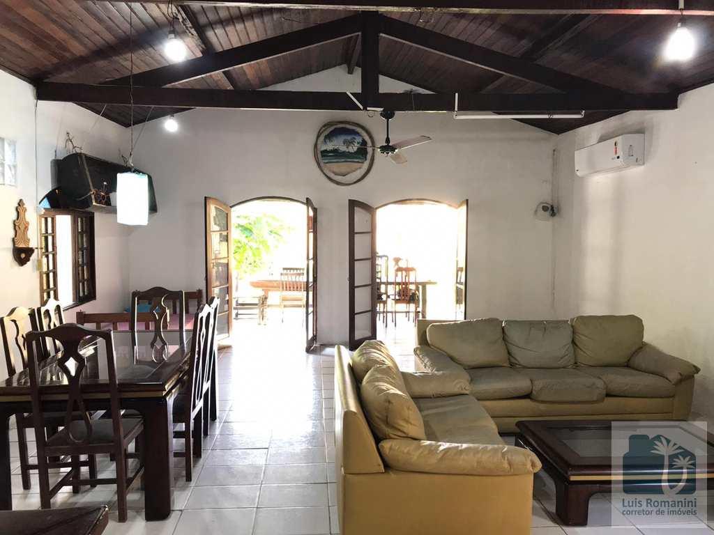 Casa em São Sebastião, no bairro Camburi
