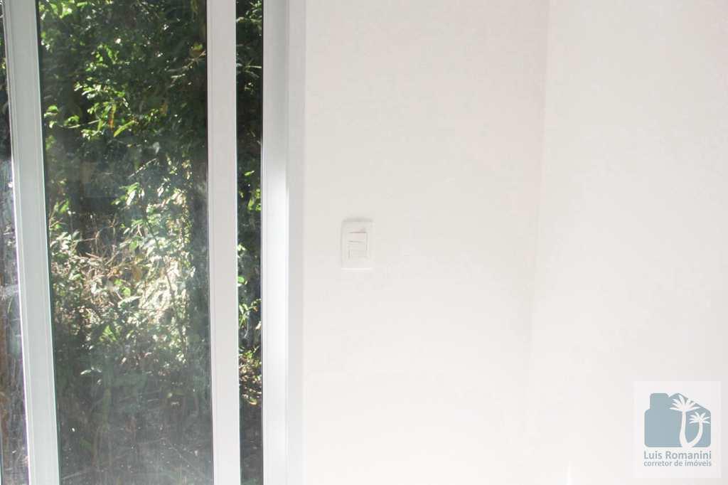 Casa de Condomínio em São Sebastião, no bairro Sertão do Camburi