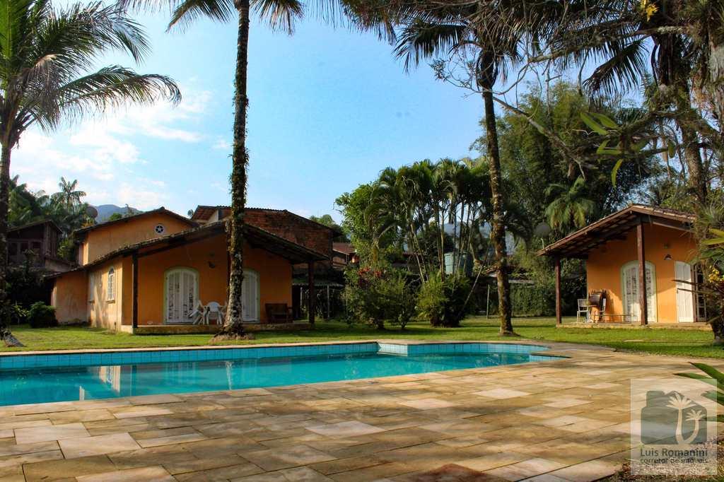 Casa em São Sebastião, no bairro Sertão do Camburi