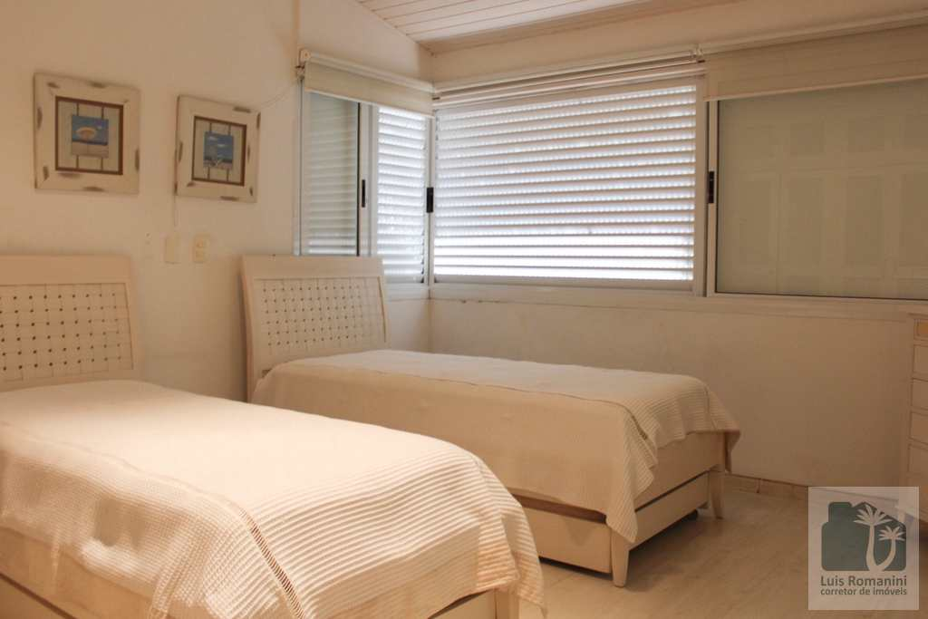 Casa de Condomínio em São Sebastião, no bairro Baleia