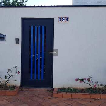 Casa em Jaguariúna, bairro Centro