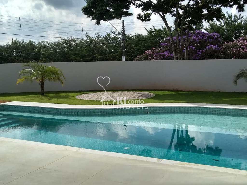 Casa em Atibaia, no bairro Jardim Itaperi