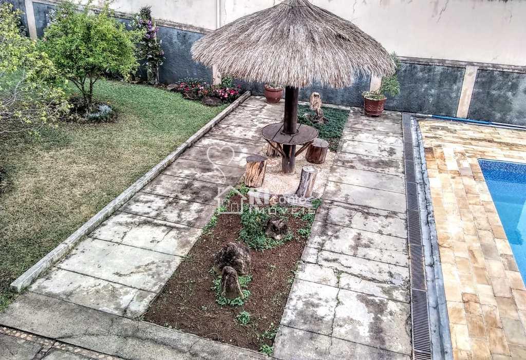 Sobrado em Atibaia, no bairro Jardim Tapajós