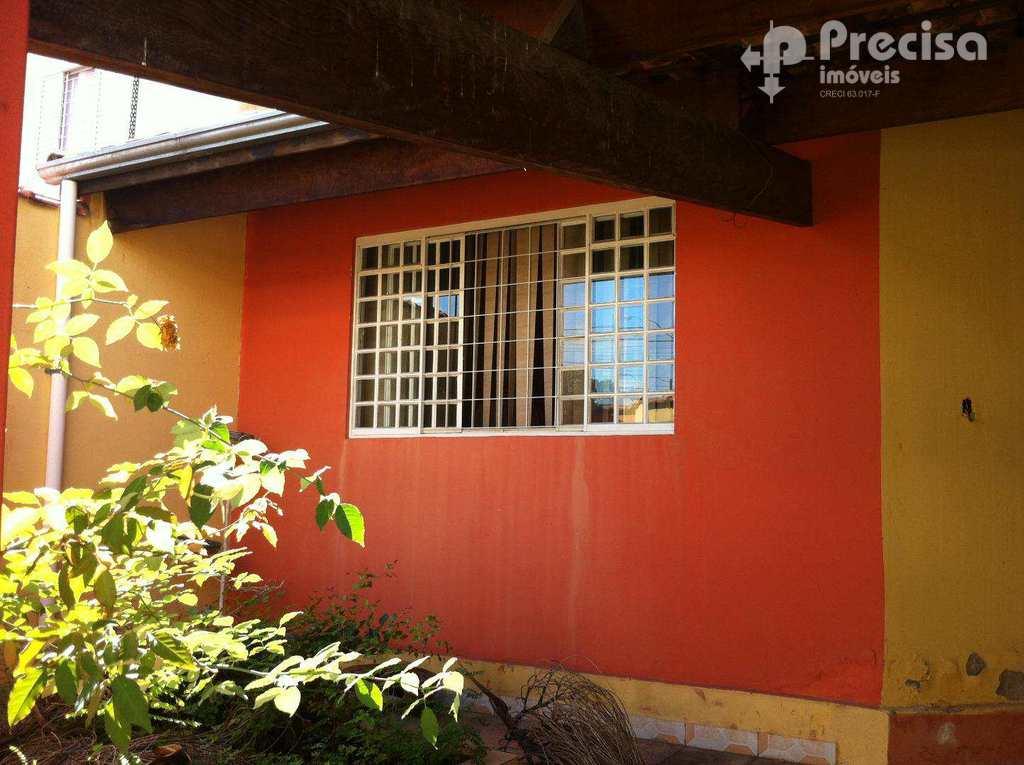 Casa em Lorena, no bairro Olaria