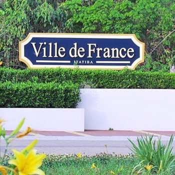 Condomínio em Itatiba, no bairro Ville de France