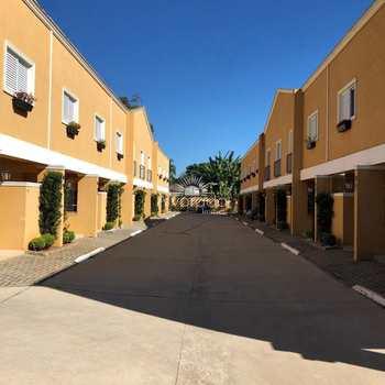 Condomínio em Atibaia, no bairro Jardim Estância Brasil