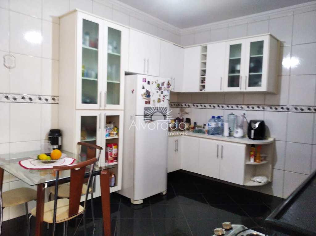 Casa em Itatiba, no bairro Jardim São José