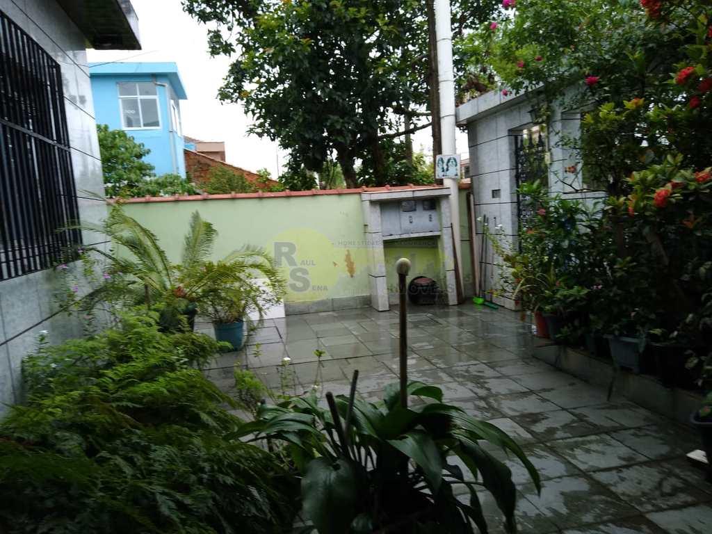 Casa em São Vicente, no bairro Parque Continental