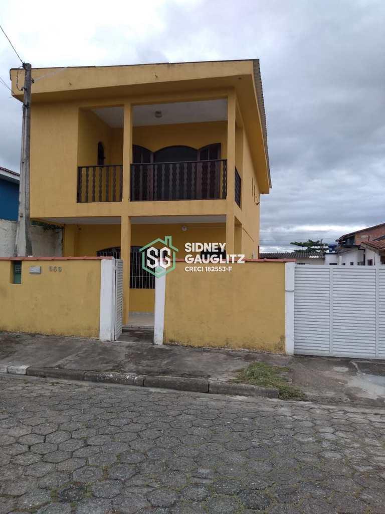 Casa em Cananéia, no bairro Centro
