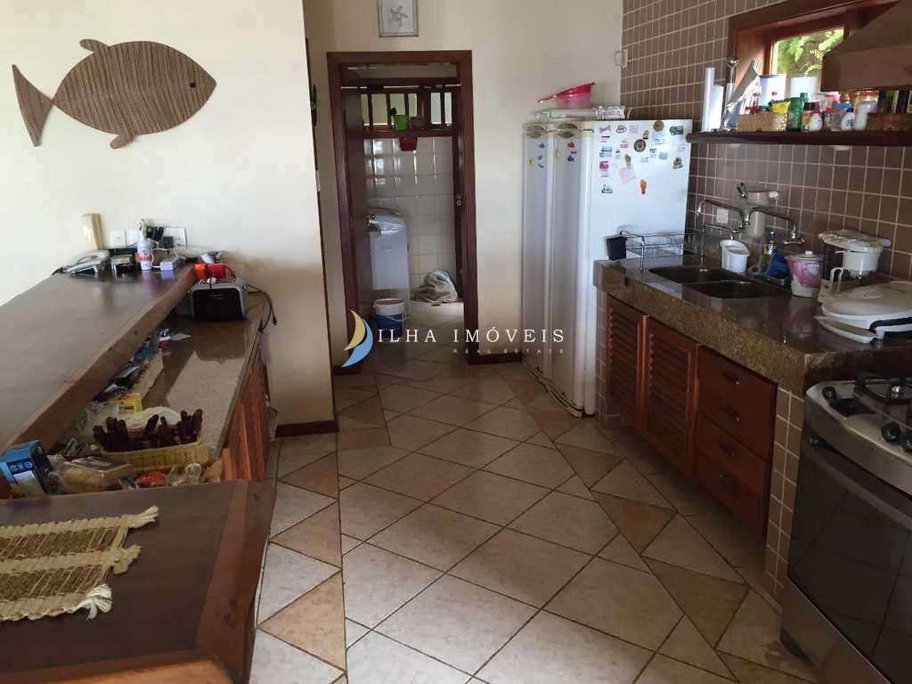 Casa em Ilhabela, no bairro Armação