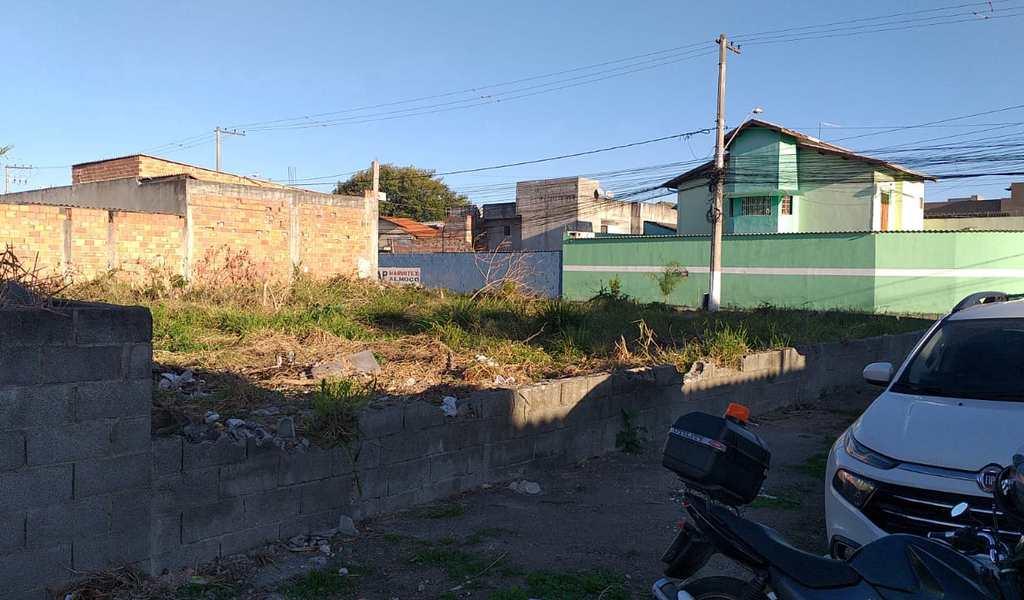 Terreno em Suzano, bairro Jardim Quaresmeira II