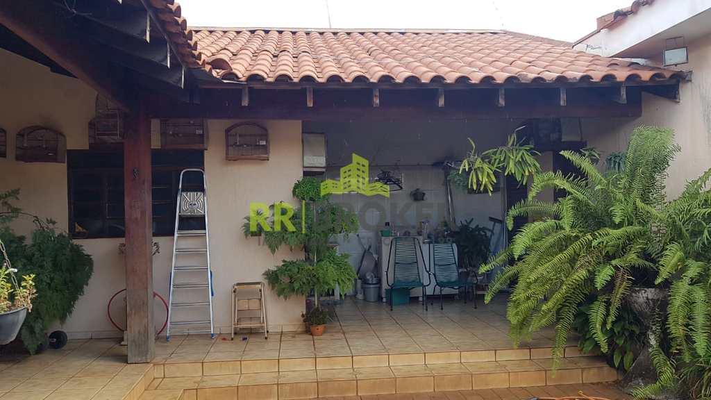 Casa em Catanduva, no bairro Jardim Amêndola