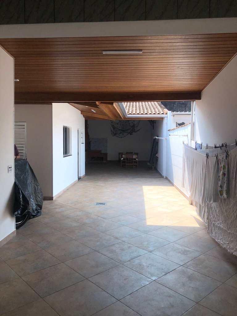 Casa em Itanhaém, no bairro Vila São Paulo