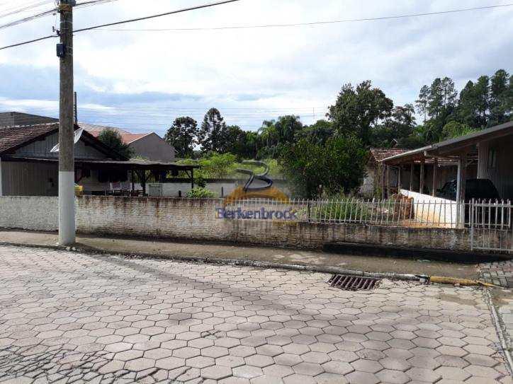 Casa em Rio do Oeste, no bairro Centro