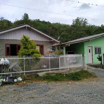 Casa em Trombudo Central, bairro Braacatinga
