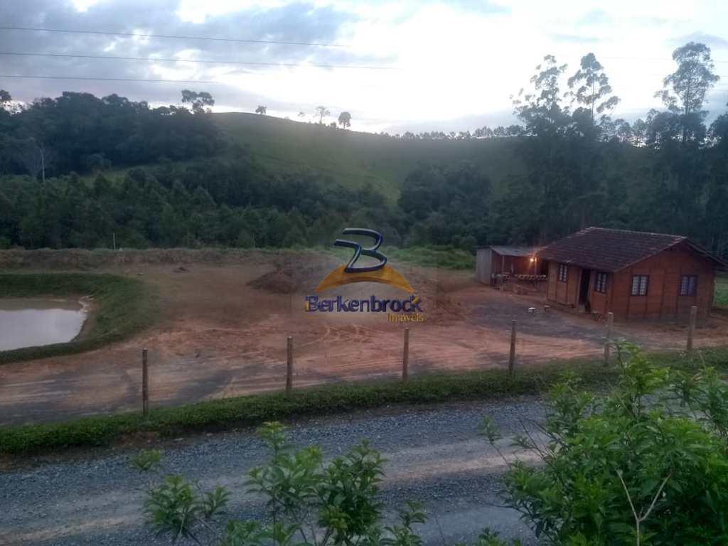 Sítio em Rio do Oeste, no bairro Ribeirão Franzoi