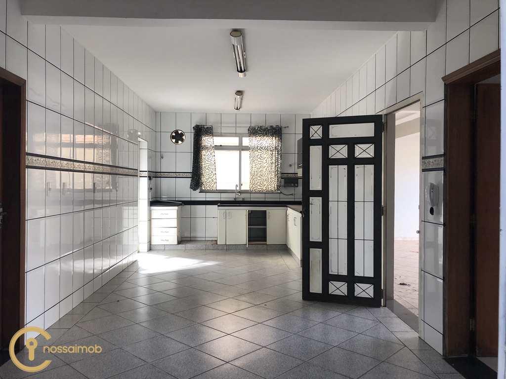Casa em Divinópolis, no bairro Doutor José Thomaz