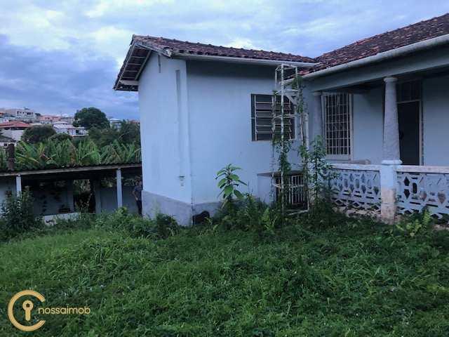Casa em Oliveira, no bairro Centro