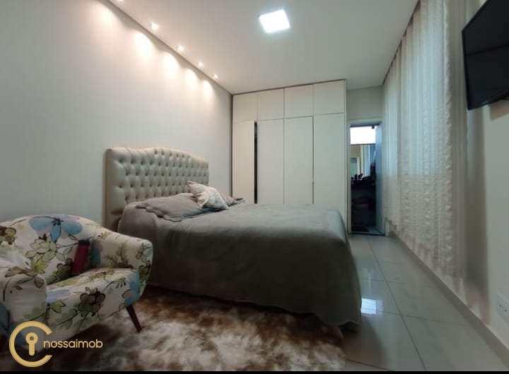 Casa em Divinópolis, no bairro Planalto