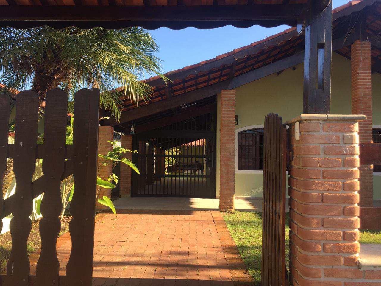Casa com 4 dorms, Bopiranga, Itanhaém - R$ 450 mil, Cod: 5572