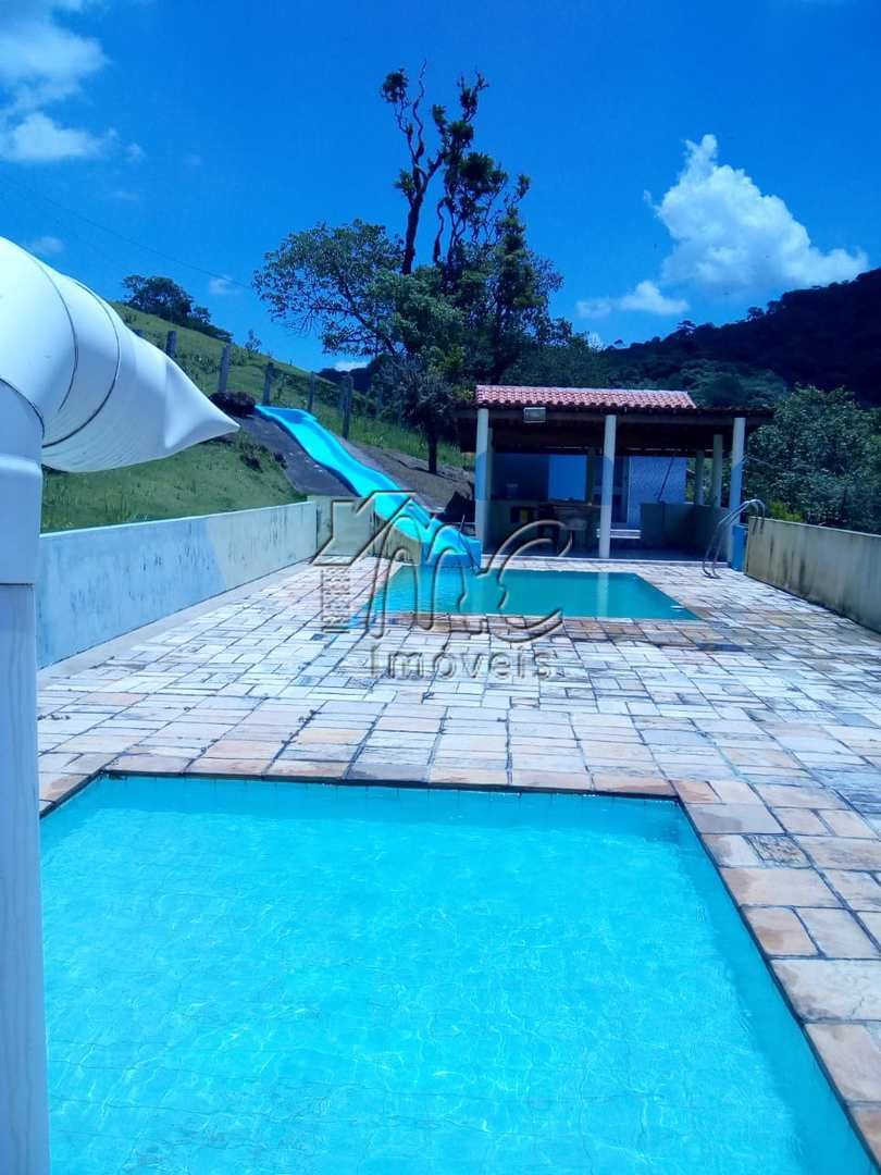 Chácara com 2 dorms, 01 suite, Estrada Votorantim -Piedade, SP.