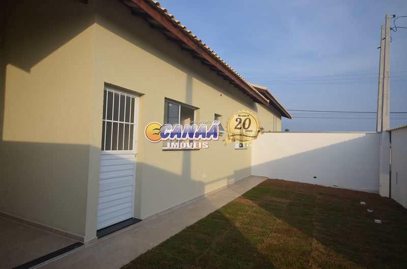Casa em Itanhaém com piscina, aceita financiamento bancário.