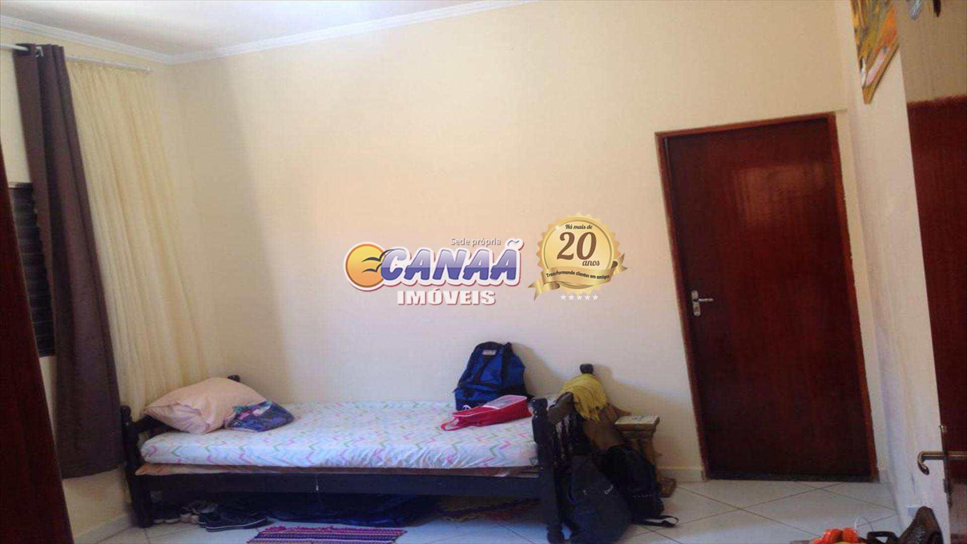 Casa em Mongaguá, perto de tudo a 400 m do mar .