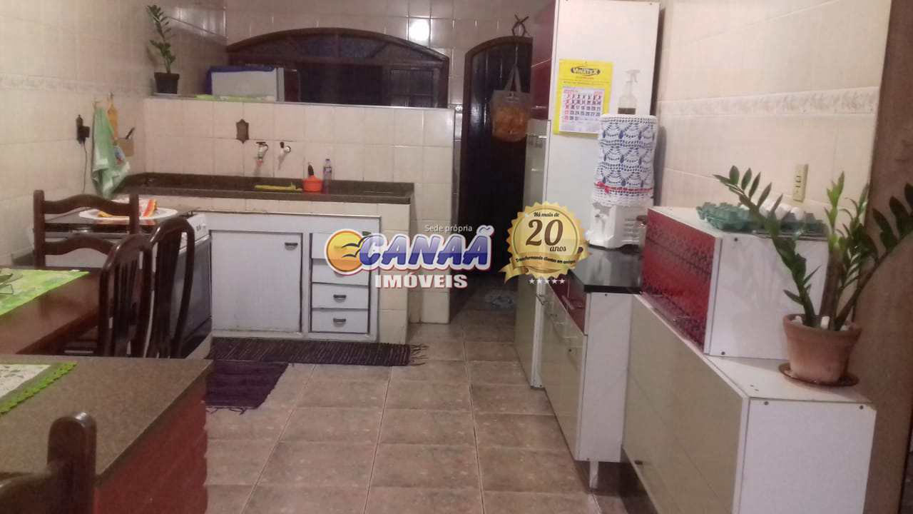 Casa no Balneário Itaguai, Mongaguá - R$ 265 mil