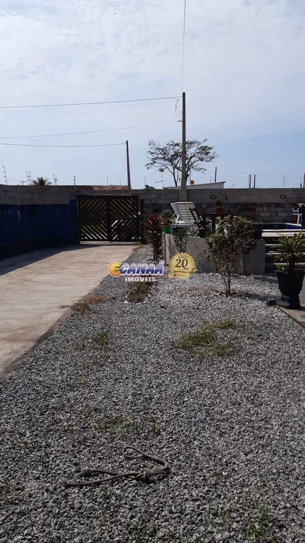 Casa de lote inteiro com piscina R$ 200 mil .