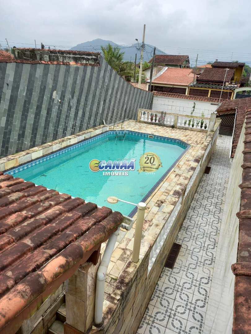 Casa com piscina , somente pagamento a vista, aceita proposta .