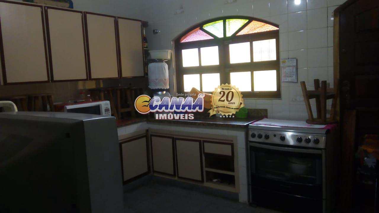 Casa em Mongaguá, bairro residencial com moradores fixos .