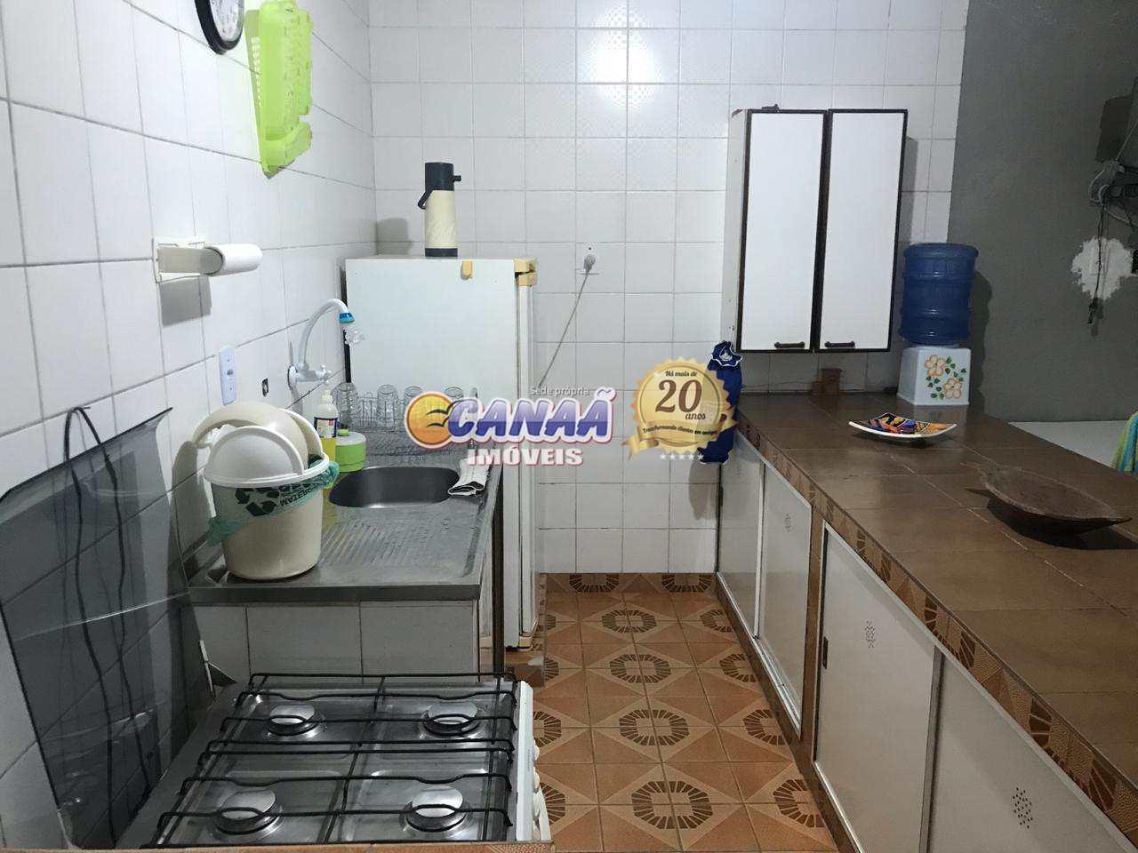 Casa de lote inteiro em Mongaguá  Cod: 7218