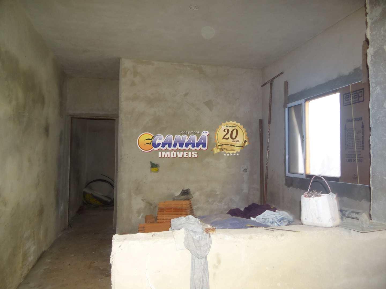 Casa com 2 dormitórios , terminando a obra .