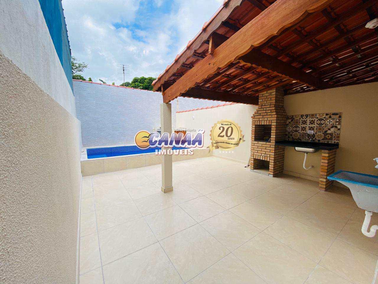Casa em Mongaguá com piscina  próximo ao centro da cidade .