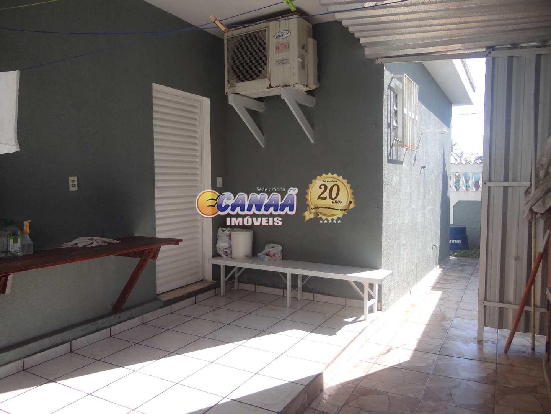 Casa de frente a praia, com 3 dormitórios R$ 450 mil