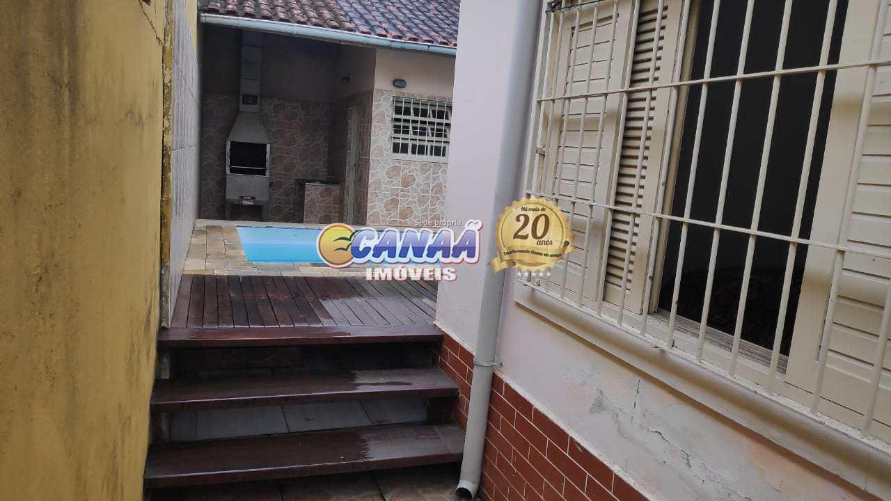 Casa em Mongaguá com piscina .