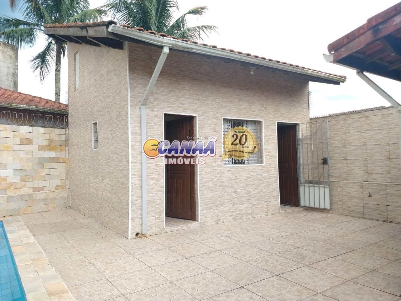 CASA NA PRAIA COM PISCINA R$ 390 MIL .