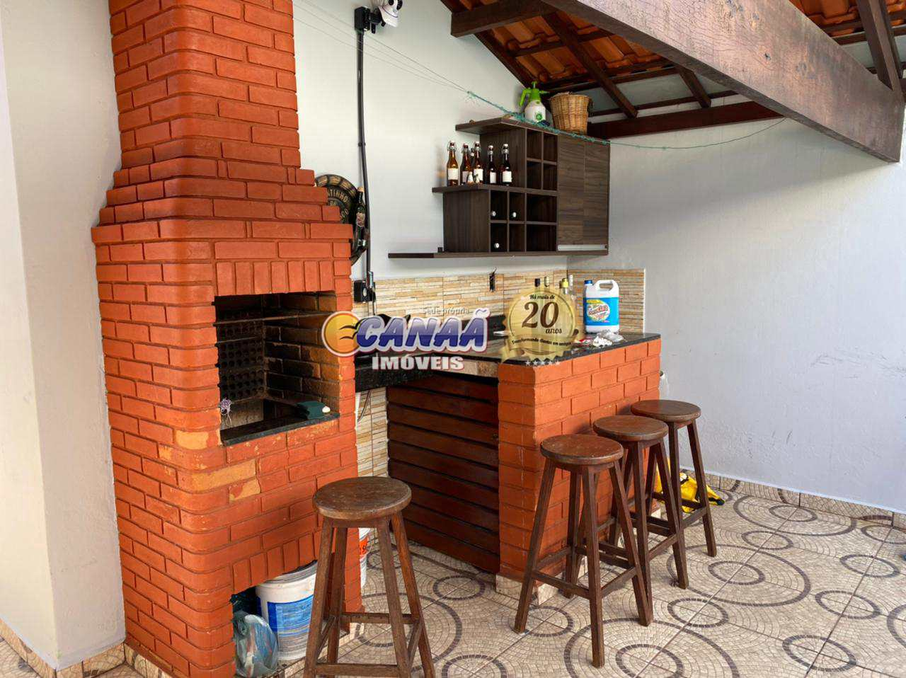 Casa com piscina na praia em  Mongaguá - R$ 280 mil, Cod: 8384
